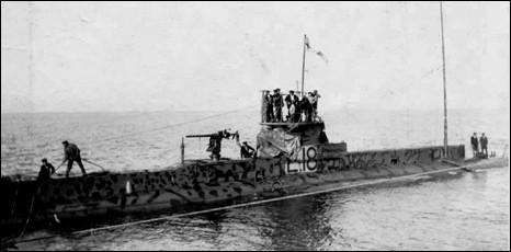 sous marin HMS E18.jpg